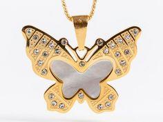 #Colgante de #Acero en dos tonalidades que representa una #mariposa. #Joyas #butterfly #Style #Fashion #Steel #Necklace #Jewelry #thebestgift #elmejorregalo #Qillqa