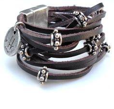 Hoi! Ik heb een geweldige listing gevonden op Etsy https://www.etsy.com/nl/listing/129700707/leather-bracelet-cosmo