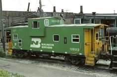 Classic Burlington Northern green and yellow colors. Steel over hanging cupullia caboose. Train Clipart, Train Truck, Train Rides, Old Trains, Vintage Trains, Old Train Station, Rail Transport, Bonde, Burlington Northern
