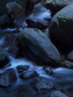 滿月圓  Rocks and water