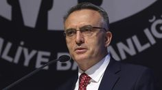 Maliye Bakanı Naci Ağbal, 2018 yılında alınması planlanan kamu personeline ilişkin açıklamalarda bulundu. Bakan Ağbal 2018 yılında öncelikli olarak eğitim, yargı, sağlık gibi kritik alanlarda personel alımı yapılacağını belirtti.