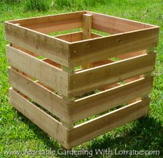 Small and compact starter compost bin