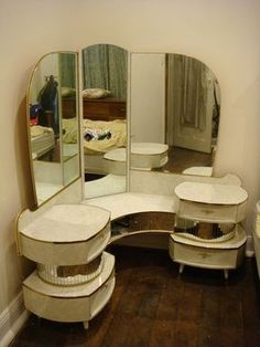 Amazing Retro Vintage Corner, Mirrored Dressing Table, – Very cool! Austr… Amazing Retro Vintage Corner, Mirrored Dressing Table, – Very cool! Australia Vanity mirror More from my siteRetro futurismo Sci-Fi Corner Dressing Table, Dressing Table Design, Dressing Table Vanity, Vanity Tables, Retro Dressing Table, Retro Vintage, Vintage Vanity, Vintage Decor, Vintage Makeup