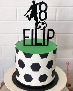 50 Soccer Cake Design (Cake Idea) - February 2020 Best Picture For small Cake Design For Your Taste You are looking for something, and it is going to tell you exactly what you are looking for, and you Football Cake Design, Football Cakes For Boys, Soccer Cakes, Cake Designs For Boy, Cake Designs Images, Football Birthday Cake, Football Themed Cakes, Zucchini Cake, Small Cake