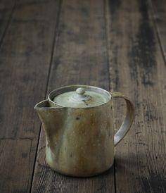 Japanese Design Artisan made Housewares Pottery Teapots, Teapots And Cups, Ceramic Teapots, Ceramic Clay, Ceramic Pottery, Japanese Ceramics, Japanese Pottery, Modern Ceramics, Earthenware