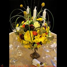 #madewithjoy #paulamoldovan #livadacuvisini #autumn #ilovecraspedia #golden #touch #table #decor #wedding #centerpiece #flowers #arrangements Centerpiece Flowers, Centerpieces, Decor Wedding, Touch, Autumn, Table, Marriage Decoration, Wedding Decor, Fall Season