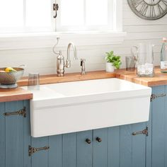 White Farmhouse Sink, Fireclay Farmhouse Sink, Farmhouse Sink Kitchen, Rustic Kitchen, Kitchen And Bath, New Kitchen, Kitchen White, Kitchen Ideas, Kitchen Sinks