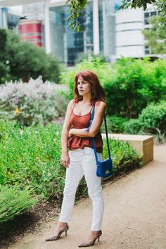 blue bag, ruffles, who what wear, white skinnies, discovery green