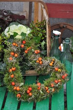 kranz moos hagebutte wreath moss rosehip Related posts: DIY: Advent wreath made of natural material with moss & branches Deko-Kitchen (Deko-Kitchen) Holiday Wreaths, Holiday Decor, Corona Floral, Deco Floral, Heart Wreath, Fall Flowers, Door Wreaths, Fall Halloween, Floral Arrangements