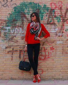 Marino + Rojo http://www.betrench.com/2014/11/azul-marino-rojo.html