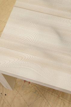 Pieke Bergmans, pour une exposition du côté d'Eindhoven nous présente Illusion, une série de tables à motifs, entre jeu graphiques et mathém...