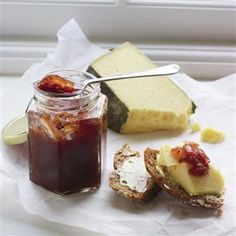 This tomato chilli chutney recipe tastes best when made a month in advance. It would make a great edible gift with a strong, nutty cheese and homemade crackers. Mary Berry, Jam Recipes, Canning Recipes, Free Recipes, Chutneys, Pavlova, Chilli Chutney Recipes, Curry Recipes, Konservierung Von Lebensmitteln