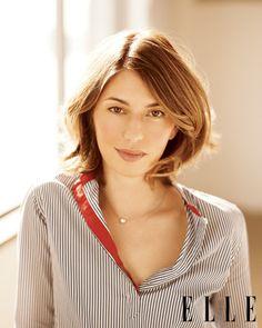 do love her simple necklace #SophiaCoppola