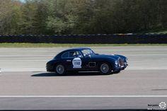 #Aston_Martin #DB2 sur le #TourAuto2016 à #Dijon_Prenois. Reportage : http://newsdanciennes.com/2016/04/20/tour-auto-2016de-passage-a-dijon-prenois-on-y-etait/ #ClassicCar #VoituresAnciennes #VintageCar #MoteuràSouvenirs