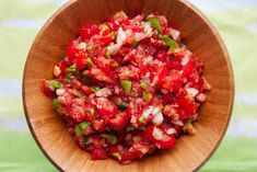 FRESH Tomato Salsa made with roma tomatoes straight from our garden! This easy homemade salsa recipe is made in minutes and it's everyone's favorite! Easy Homemade Salsa, Easy Homemade Recipes, Mexican Food Recipes, Vegetarian Recipes, Ethnic Recipes, Salsa Tomate, Fresh Tomato Salsa, Salsa Recipe, Entrees
