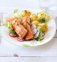 Losos na salátu z nových brambor a ředkviček | Recepty Albert Penne, Pasta, Italian Recipes, Italian Foods, Fresh Rolls, Potato Salad, Turkey, Potatoes, Cooking Recipes