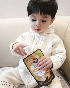 and baby ulzzang (notitle) Cute Baby Boy, Cute Little Baby, Mom And Baby, Little Babies, Cute Boys, Little Boys, Baby Kids, Cute Asian Babies, Cute Asian Guys