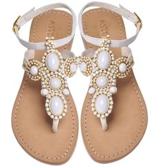 Mystique white beaded sandals. Can't decide if it reminds me of a Mediterranean Summer or Indian styled elegance. Regardless ♥