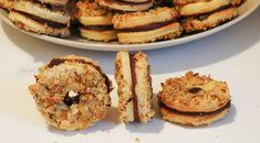 Fursecuri cu nucă și marmeladă, o rețetă ideală pentru masa de Crăciun. Fursecurile cu nucă și marmeladă au la baza rețeta de fursecuri ochi de înger, Gem, Muffin, Breakfast, Food, Morning Coffee, Essen, Jewels, Muffins, Meals