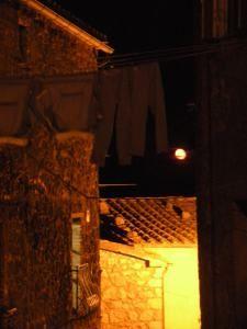 Vicolo della Luna, Roccastrada. Foto via: Roccastradini Nel Mondo