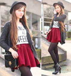 Ariadna Majewska - Burgundy Skirt, Grey Cardigan, Black Boots, Black Elegant Bag - Weekend