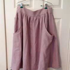 Just made this #brumbyskirt from #megannielsenpatterns in #merchantandmills washed linen in Calamine. It was my first time sewing with this linen and I'm hooked! Thanks @weekdaysfromscratch for pointing me to #maiwahandprints as I even got a bit of a deal on it as it was a cut piece! #handmadewardrobe #memademay #aclosetfullofposies #sewing by melissa_makes.ig