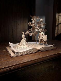 """""""Il était une fois une forêt enchantée, où vivaient tout les personnages de contes. Nous les connaissons bien... Ou du moins nous le croyons. Un jour ils se retrouvèrent piégés dans un monde où les fins heureuses n'existait plus. Notre monde."""" le narrateur Once Upon A Time (Film / Série) // Digital book art"""