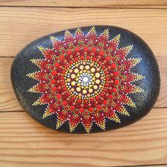 ETOILE - galet peint à la main - peinture acrylique Pébéo # Mandala Stone #