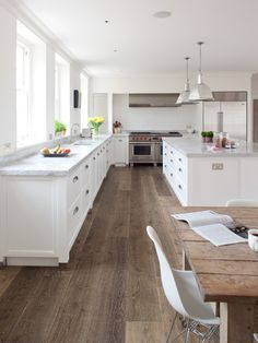More ideas below: Rustic Large Kitchen Layout Design Farmhouse Large Kitchen Window Luxury Large Kitchen Island and Rug Modern Large Kitchen Decor Ideas Large Kitchen Floor Plans Remodel Best Flooring For Kitchen, Wood Floor Kitchen, Kitchen Floor Plans, New Kitchen, Kitchen Decor, Kitchen Island, Basic Kitchen, Kitchen Modern, Kitchen Cabinets