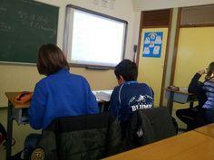 Maristas Segovia @maristassegovia Alumnos de 6 usando rúbricas para corregir una historia en clase de inglés.  #compostelaenruta