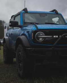 """Broncos of the South🇺🇸 on Instagram: """"Velocity Blue is just nothing short but absolutely amazing🔥🔥🔥 . . . Follow 👉🏻 @broncos_south 🇺🇸 . . . 📸 via @benxpeacock @badxbronco #ford…"""" Ford Bronco, Broncos, Cars, Amazing, Blue, Instagram, Autos, Ford Bronco Lifted, Car"""