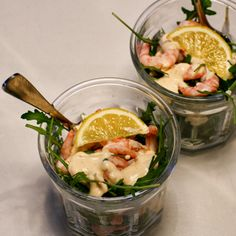 Rekecocktail / shrimp cocktail #prawn #appetizer #forrett #easy #ruccola #arugula #rocket Prawn, Shrimp, Arugula, Tablescapes, Tapas, Sauces, Buffet, Cocktails, Appetizers