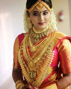 Beauty Pictures: Wedding Saree and South Indian Bride Indian Wedding Bride, Indian Wedding Jewelry, South Indian Bride, Saree Wedding, Bridal Jewelry, Gold Jewelry, Gold Necklace, Gold Bangles, Indian Weddings