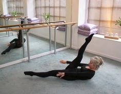Callanetics: Advanced abdominal pulses - activates the deep abdominals Ballet Barre, Sport Fitness, Aging Gracefully, Silver Hair, Excercise, Pilates, Health And Wellness, Workouts, Healthy Living