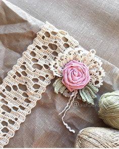 Pirvan Corina's media content and analytics Crochet Lace Edging, Crochet Motifs, Crochet Borders, Irish Crochet, Crochet Flowers, Crochet Stitches, Free Crochet, Knit Crochet, Crochet Patterns