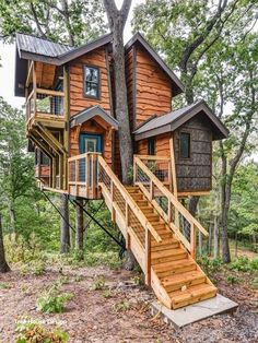 How To Build A Treehouse ? This Tree House Design Ideas For Adult and Kids, Simple and easy. can also be used as a place (to live in), Amazing Tiny treehouse kids, Architecture Modern Luxury treehouse interior cozy Backyard Small treehouse masters Adult Tree House, Tree House Plans, Beautiful Tree Houses, Cool Tree Houses, Casa Kids, Tree House Designs, Small Woodworking Projects, Cabins In The Woods, Cabana