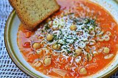 La Cuoca: Vydatná zimní minestrone s cizrnou