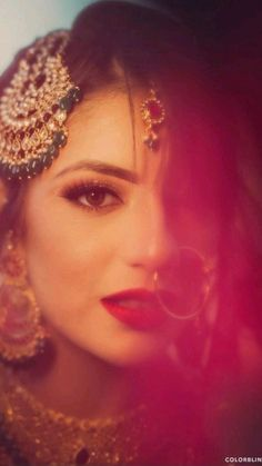 Indian Bridal Photos, Indian Bridal Outfits, Indian Bridal Makeup, Indian Bridal Fashion, Bridal Poses, Bridal Photoshoot, Indian Wedding Photography Poses, Girl Photography, Pakistani Bridal Hairstyles