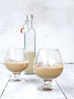 Karamell-likőr | Dolce Vita Blog Food 52, Diy Food, Cocktail Drinks, Alcoholic Drinks, Easy Cooking, Cooking Recipes, Growing Up Girl, Hungarian Recipes, Milkshake
