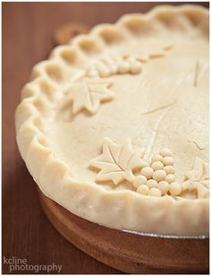 Use Cookie Cutters to Pretty Up Pie Tops | nommynom