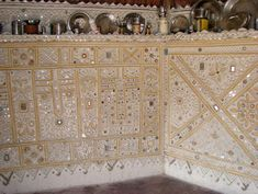 kutch mud art: Each hut is decorated inside with intricate 'mud art' and mirrors. Clay Wall Art, Clay Art, Mural Art, Wall Murals, Mirror Art, Mirrors, Mud House, Mirror House, Indian Interiors