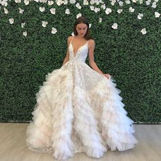 Who doesn't love a show stopping bridal gown? 💗 You can't help but admire the detail, craftsmanship and talent that has gone into marking such stunning bridal gowns 🦄 you wow me every time ✨ Klienfeld Wedding Dresses, Ceremony Dresses, Luxury Wedding Dress, Bridal Gowns, Prom Dresses, Pnina Tornai, Pretty Dresses, Beautiful Dresses, Different Dresses
