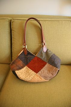 great reverse engineered quilted tote. blog post has details on how to make this.