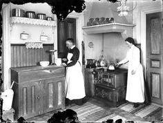 1930s Kitchen, Old Kitchen, Cottage Kitchens, Kitchen Stories, Scandinavian Home, Belle Epoque, Victorian Homes, Gnomes, Minis