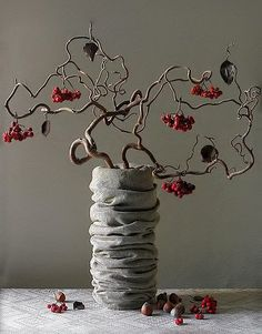 Corylus avelana contorta, the twisted hazelnut ikebana
