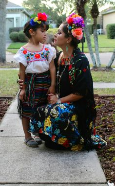 mama y bea Mexican Birthday Parties, Mexican Party, Mexican Style, Mexican Costume, Mexican Babies, Fiesta Theme Party, Mexican Dresses, Baby Birthday, Halloween Party
