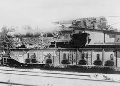 GERMAN ARMY WESTERN FRONT 1918 (Q 23715)   A captured French giant railway gun with which the French bombarded the city of Laon.
