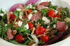 ελληνική σαλάτα αλλιώς/A Different Greek Salad Salad Bar, Cobb Salad, Greek Salad, Salad Recipes, Food And Drink, Appetizers, Beef, Cooking, Easy