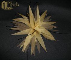 Brown, black and goldenrod flower headpiece www.facebook.com/ConEncantoBilbao  Flor picuda hecha de organza y adornada por plumas de avestruz, también puede usarse como broche