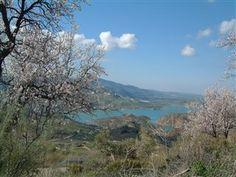 Udsigt over søen #Zahara, ikke langt fra et smukt lille landhus, som kan blive dit på ferien! På kanten af nationalparken Grazalema - tæt på Sevilla, Ronda og Marbella. Læs mere ved at klikke på billedet!